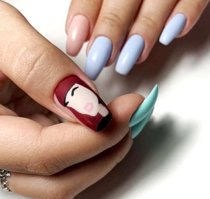 Девушка на ногтях фото 75