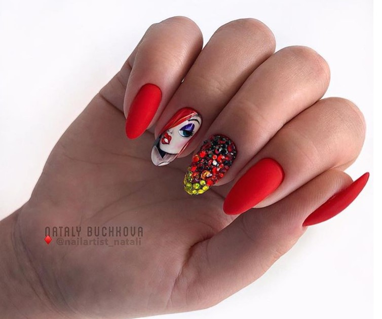Девушка на ногтях фото 64