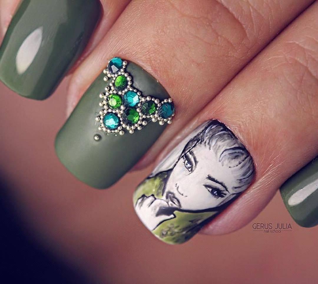Девушка на ногтях фото 50