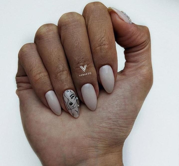 Девушка на ногтях фото 28