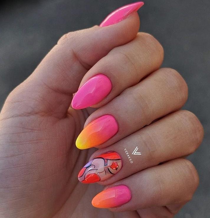 Девушка на ногтях фото 31