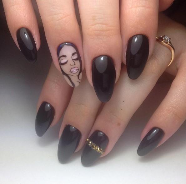 Девушка на ногтях фото 23