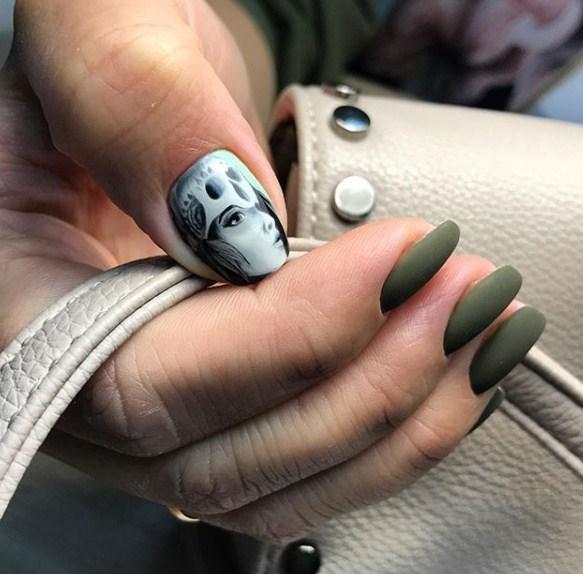 Девушка на ногтях фото 7