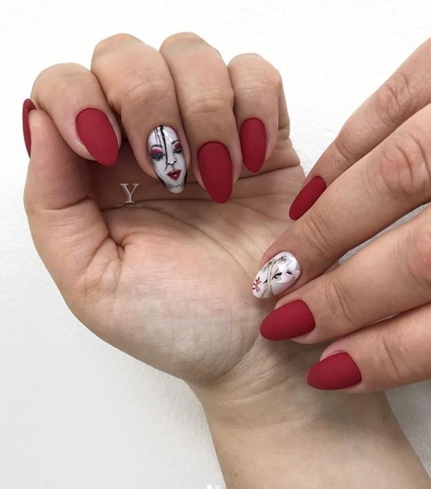 Девушка на ногтях фото 12
