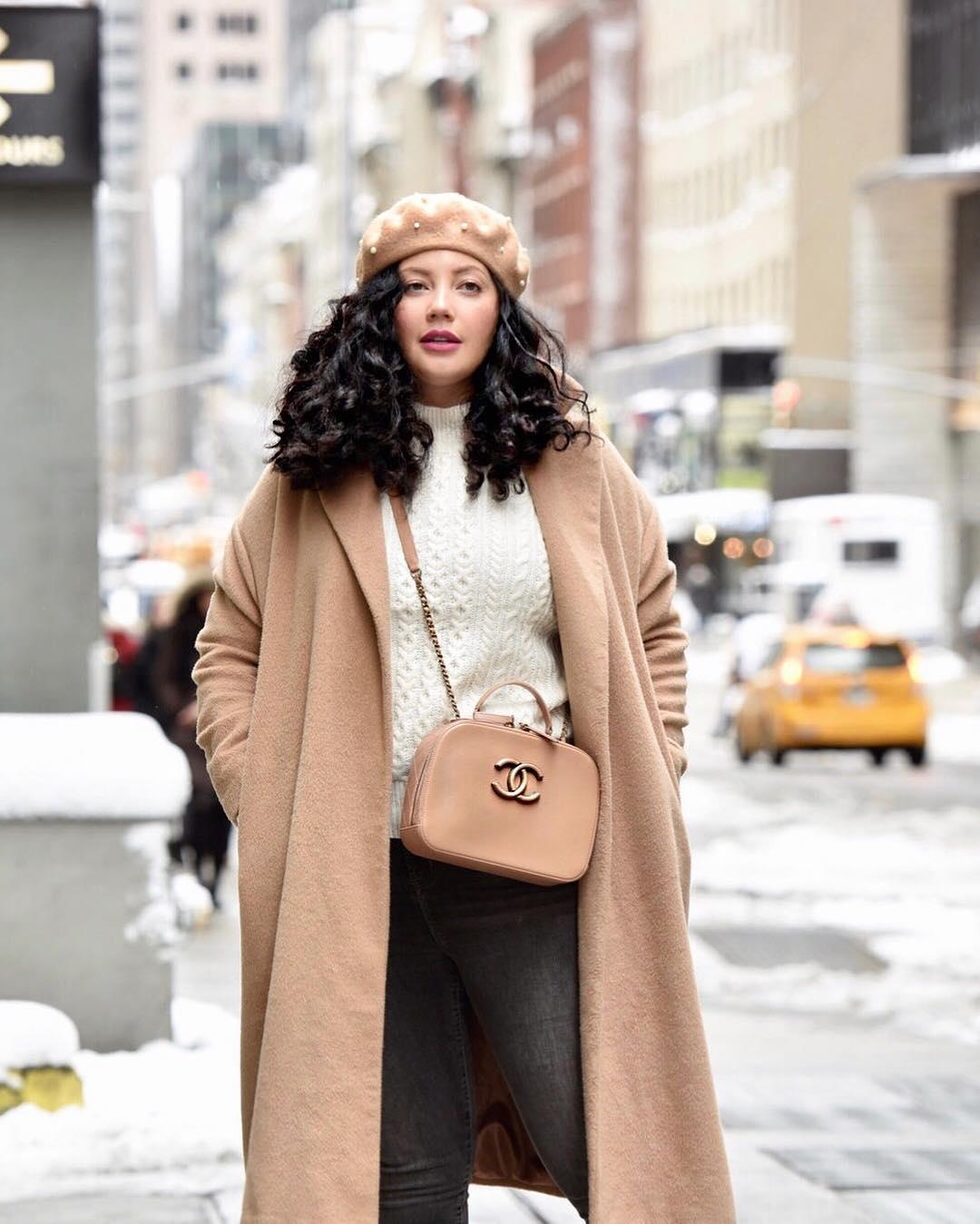 Модные зимние образы для полных женщин фото 9
