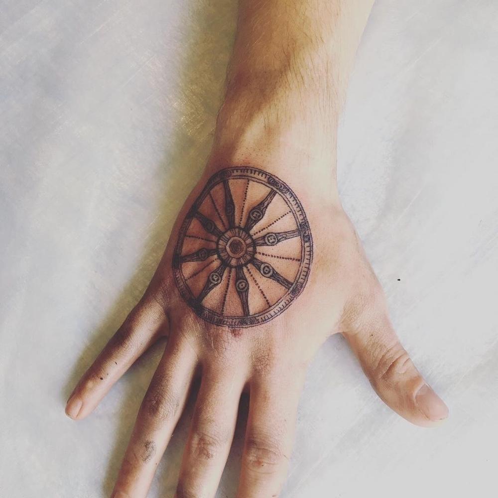 Опасные татуировки фото 11