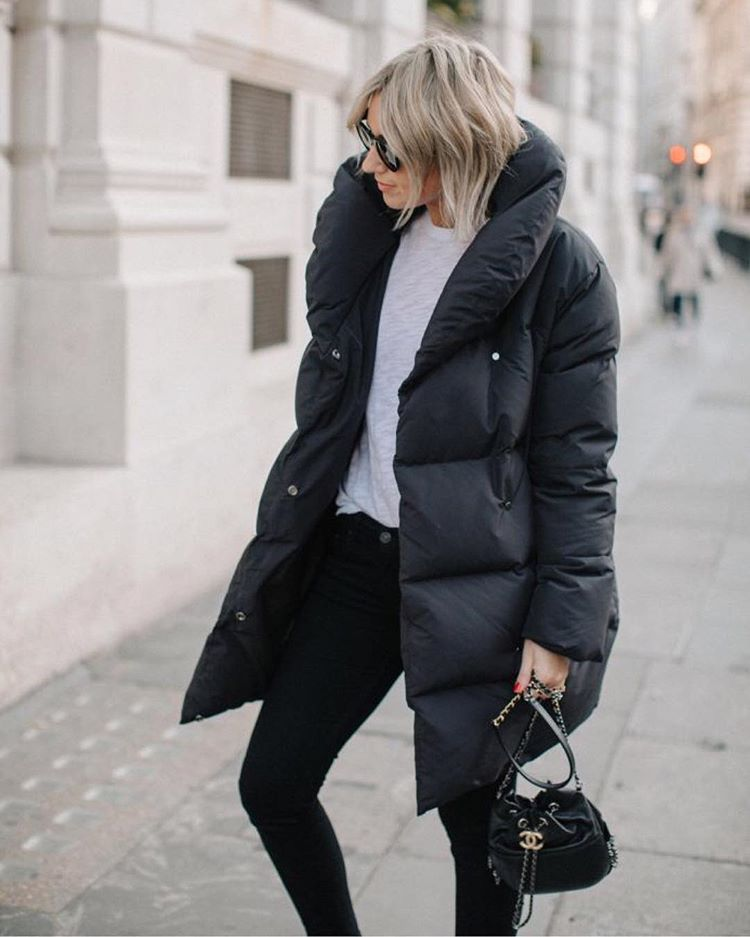 с чем носить черную зимнюю куртку фото 3