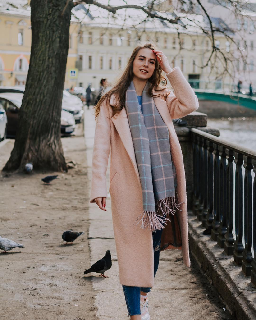 с чем носить пудровое пальто фото 4