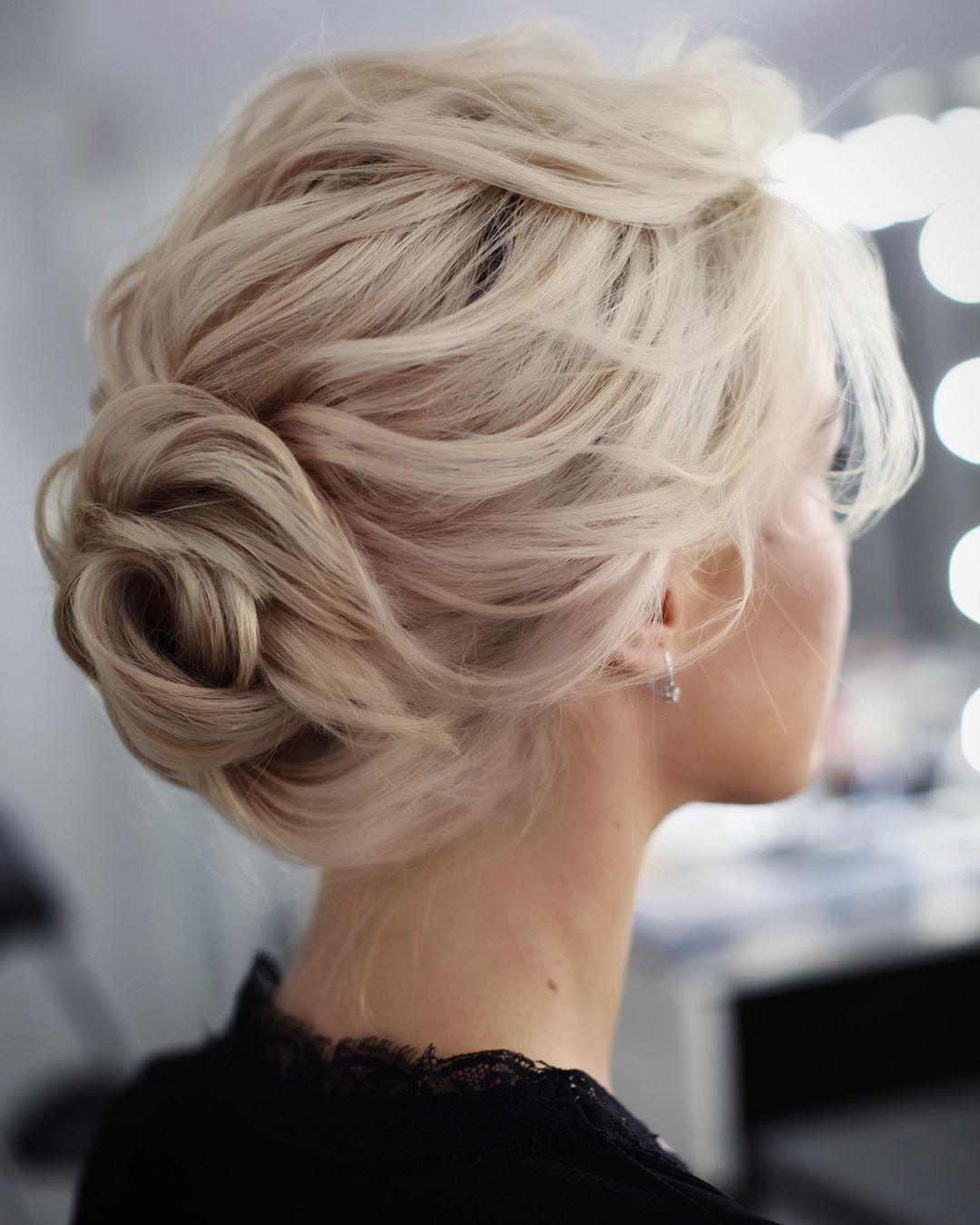 Укладка средних волос на Новый год фото 18