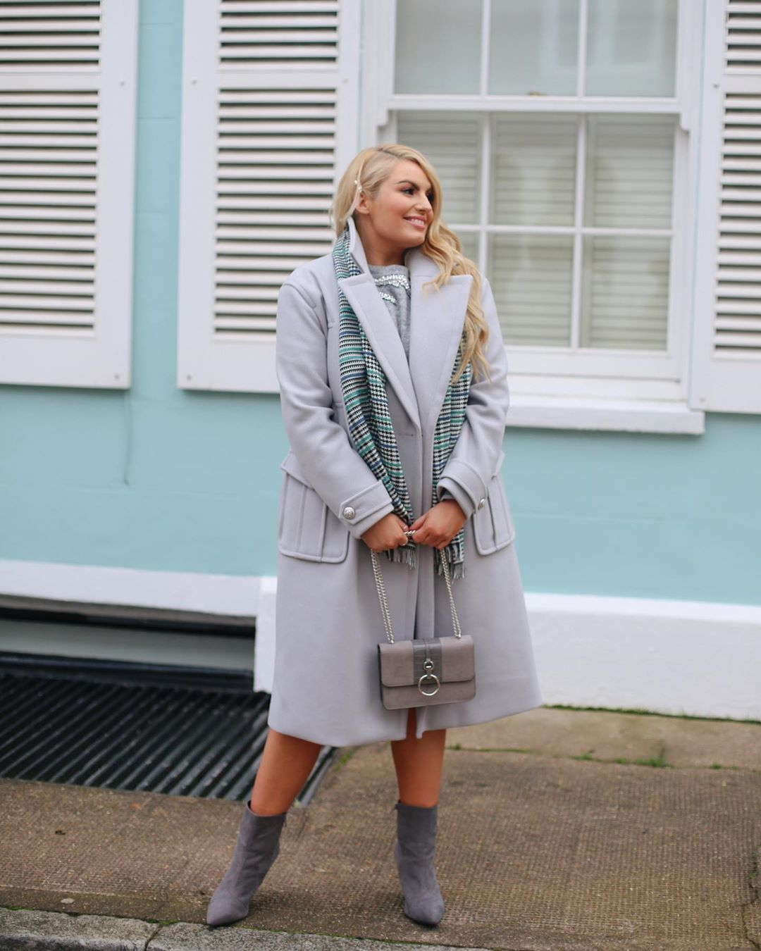 Модные зимние образы для полных женщин фото 7