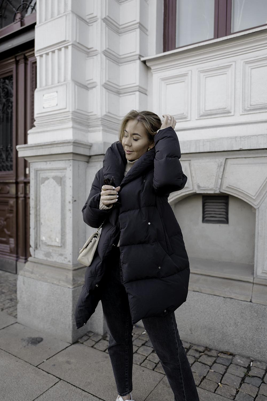 с чем носить черную зимнюю куртку фото 4