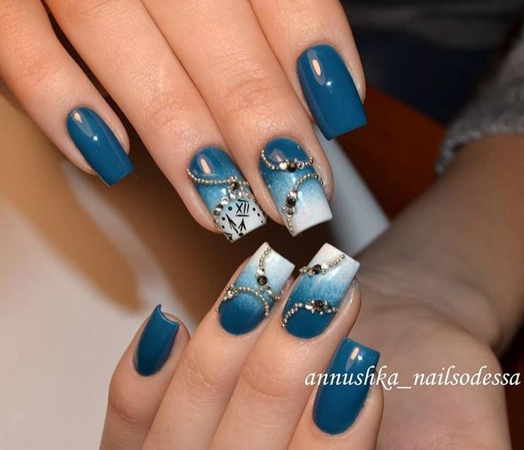 синий новогодний маникюр фото 3