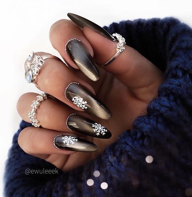 снежинки на ногтях фото 7