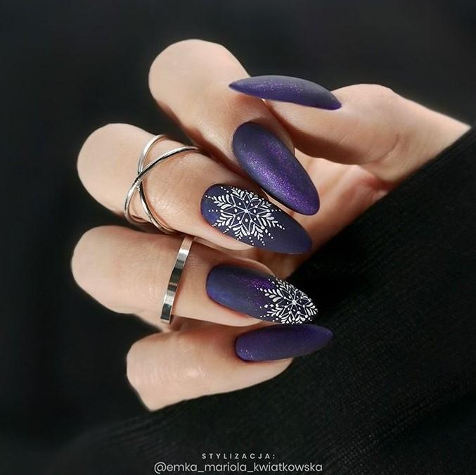 снежинки на ногтях фото 8
