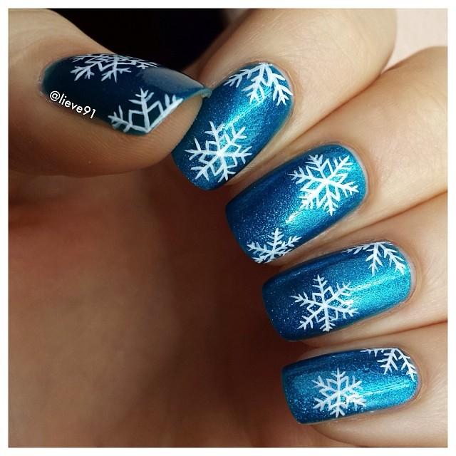 снежинки на ногтях фото 13