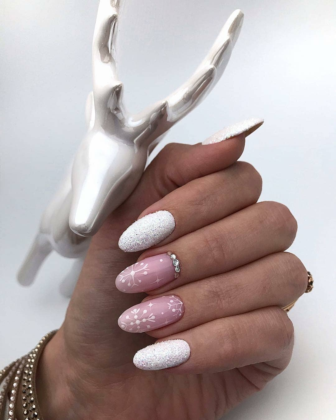 снежинки на ногтях фото 26