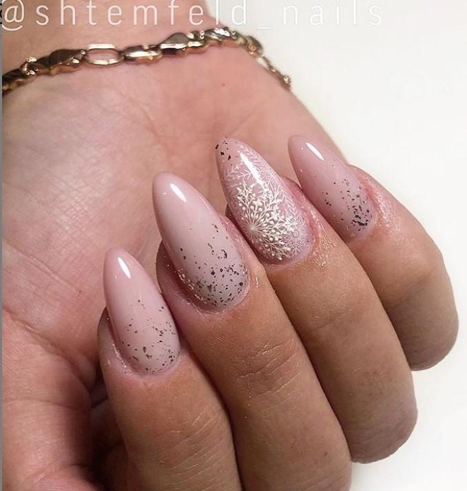 снежинки на ногтях фото 28