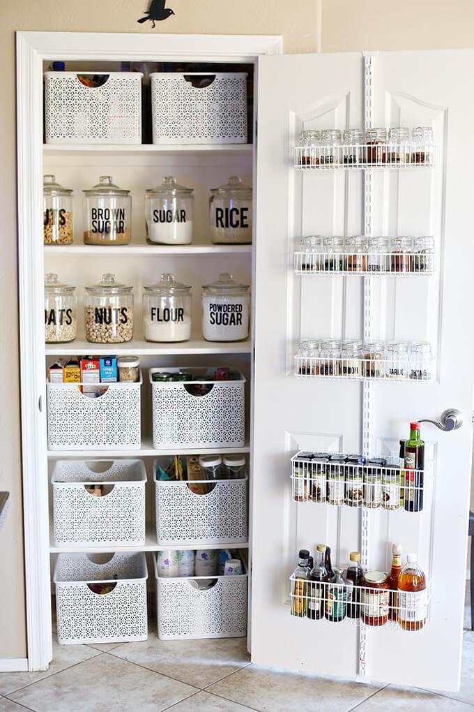 стеллажи для организации кладовой на кухне фото 1