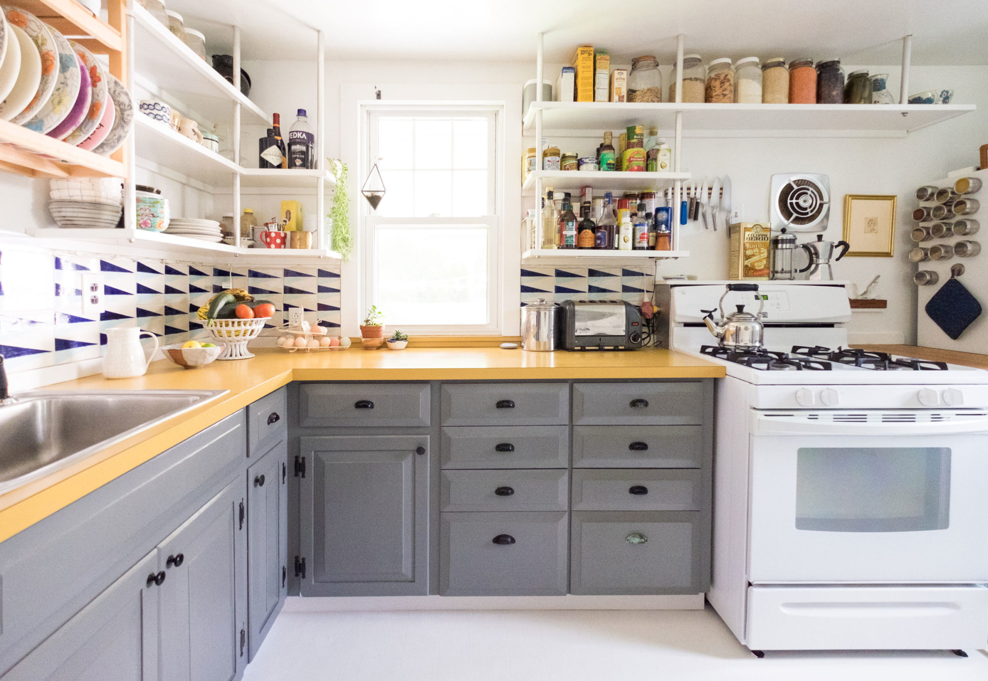 оформление кухни в серый цвет фото 6
