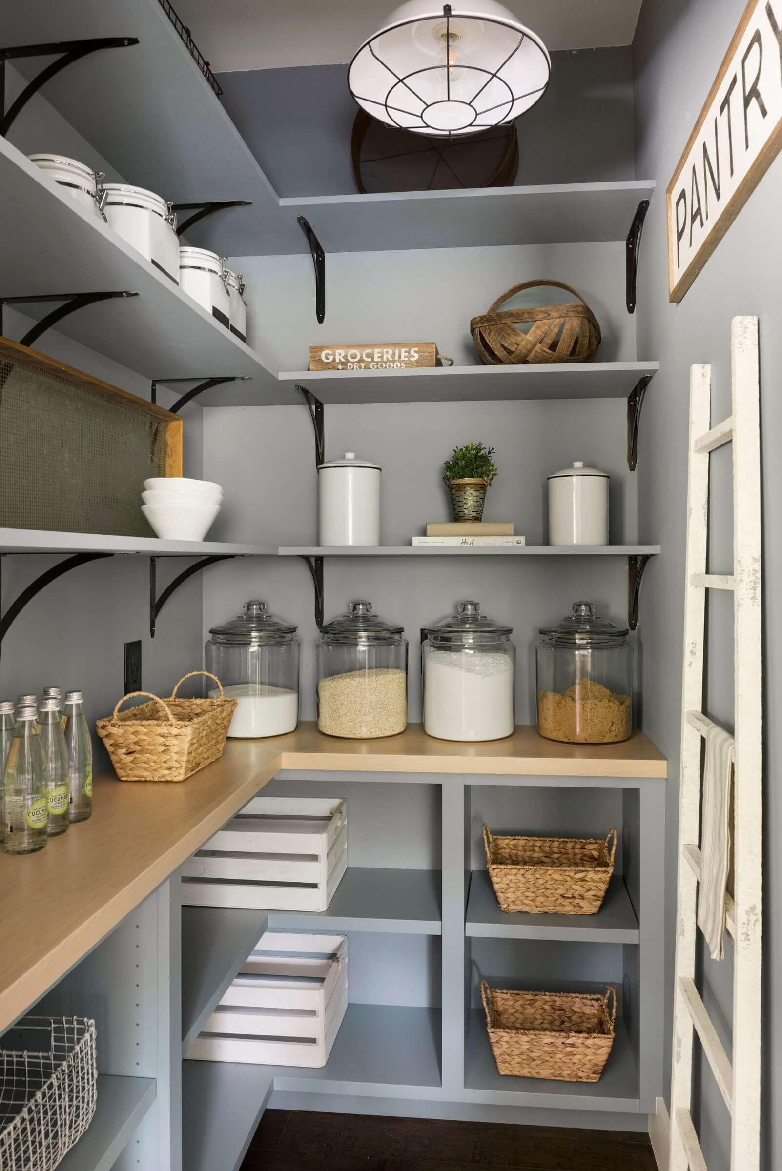 стеллажи для организации кладовой на кухне фото 13