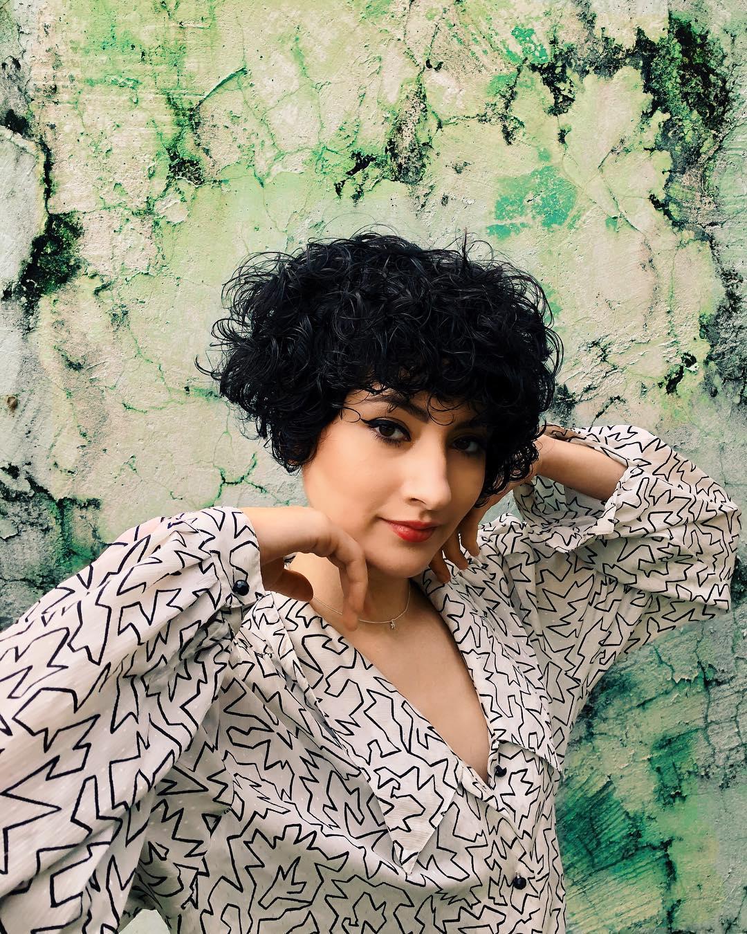 Как уложить короткие волосы фото 10