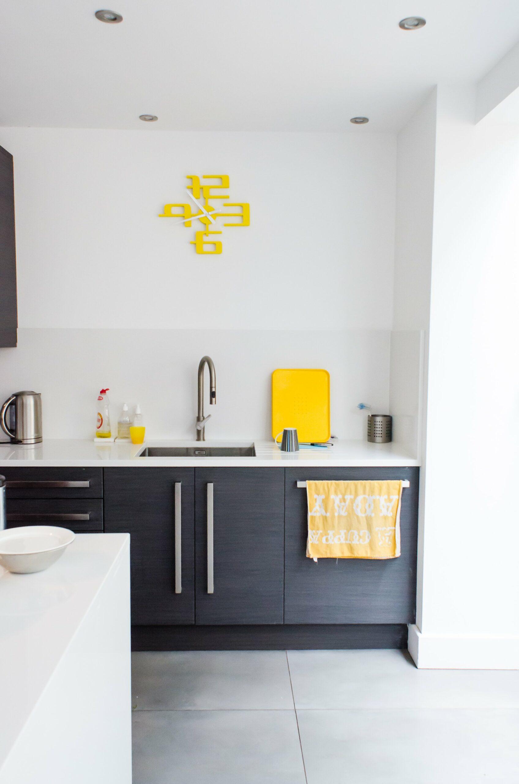 оформление кухни в серый цвет фото 12