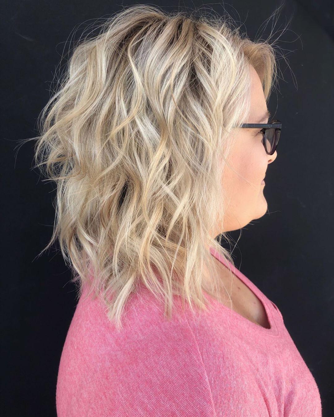 Стрижки после 40 лет на средние волосы для полного лица фото 4