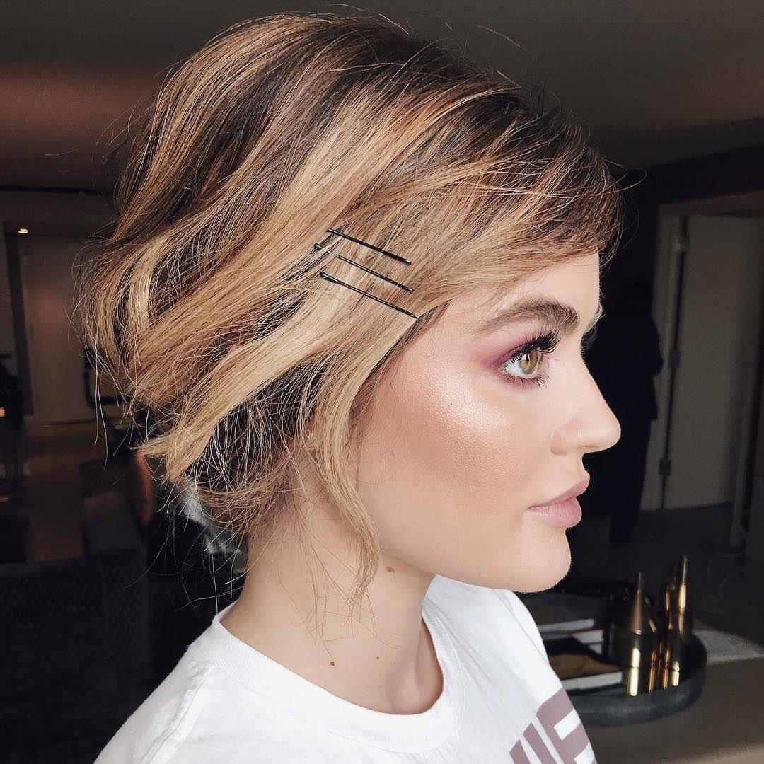 прически для волос средней длины фото 6