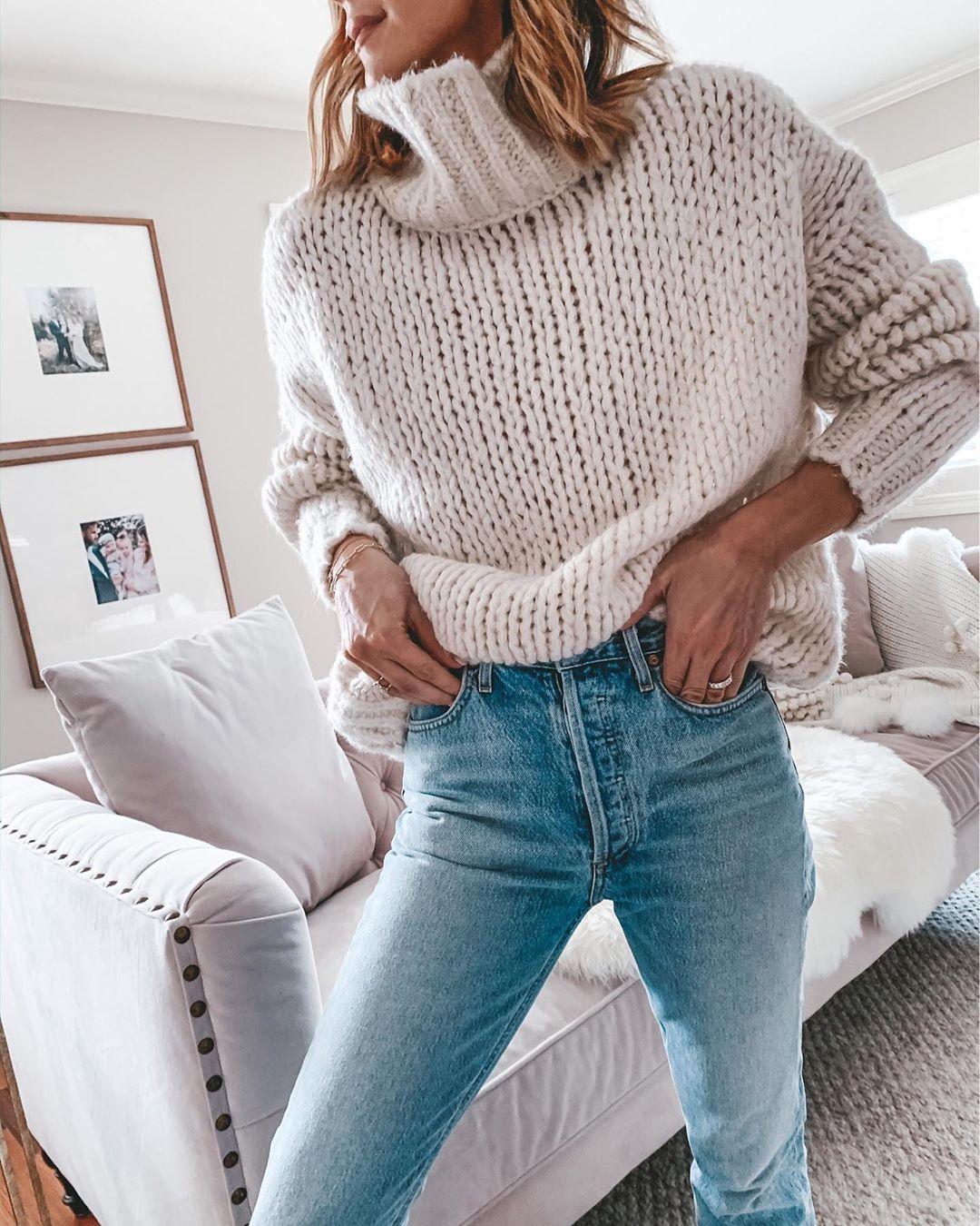 Джинсы и свитер 2020 фото 15