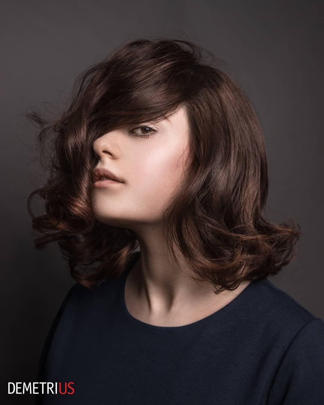 стрижки на волнистые волосы средней длины фото 5