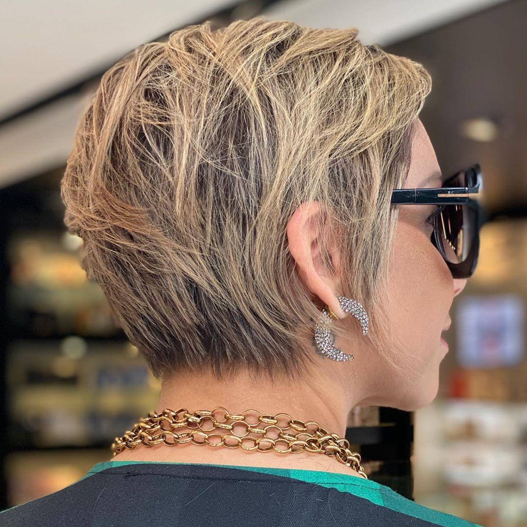Стрижки после 40 лет на короткие волосы для полных 2020 фото 9